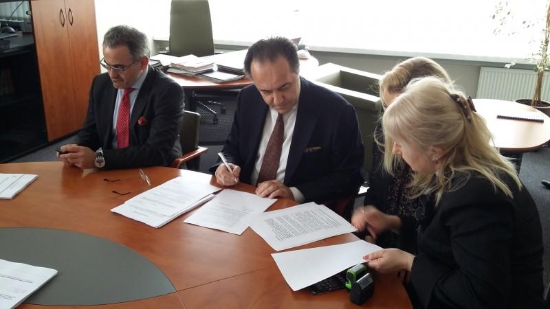 podpisanie-umowy-z-Sallini-7