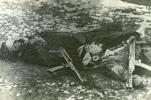 9.11.1946r.poległ w walce Groźny z prawej
