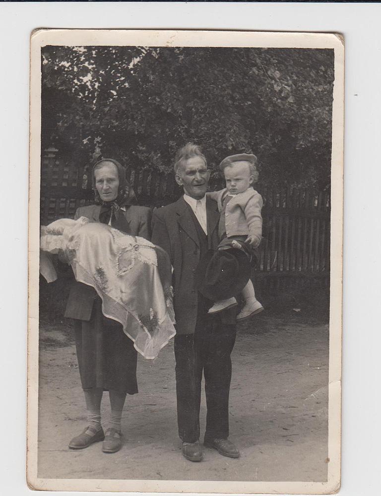 Maria i Sebastian Gacek z wnukami